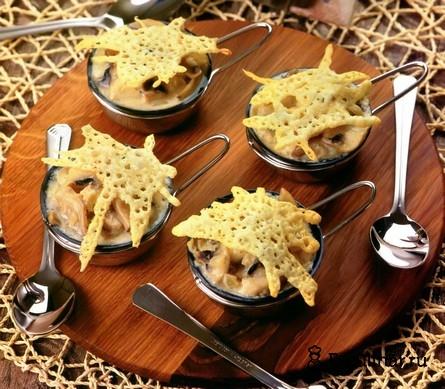 Готовое блюдо Жюльен из рыбы и грибов