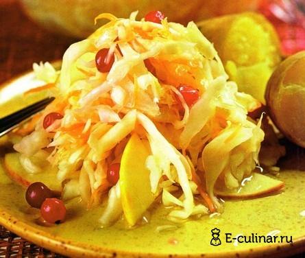 Готовое блюдо Капуста квашенная с яблоками, клюквой и смородиной