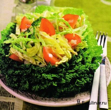 Готовое блюдо Салат из савойской капусты и помидоров