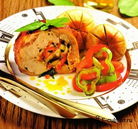 Готовое блюдо Рулет из курицы с грибами и перцем