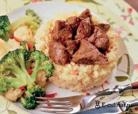 Готовое блюдо Полента с овощами и печенкой
