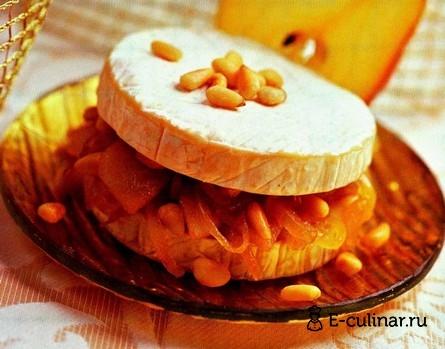 Готовое блюдо Сыр бри с грушево-ореховой прослойкой
