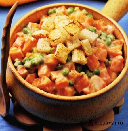 Готовое блюдо Морковь с зелёным горошком в молочном соусе