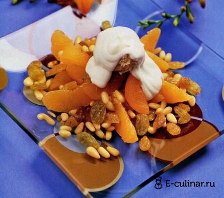 Готовое блюдо Салат из сухофруктов с мороженным