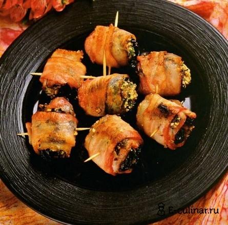 Готовое блюдо Чернослив в беконе