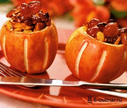 Готовое блюдо Яблочный десерт с миндалем и вишнями