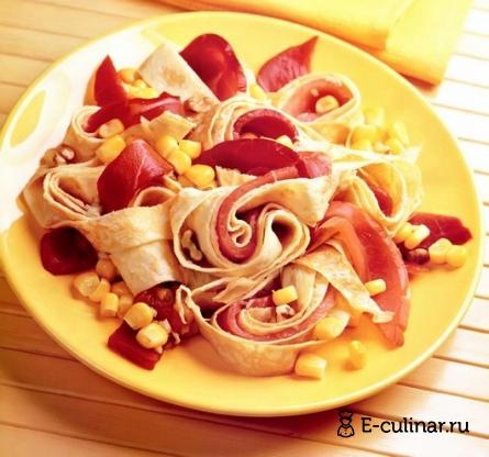 Готовое блюдо Салат с сырокопченым окороком и омлетом