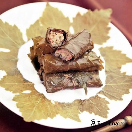 Готовое блюдо Рыбные голубцы в виноградных листьях