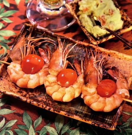 Готовое блюдо Рецепт креветок на шампурах с густым соусом из авокадо