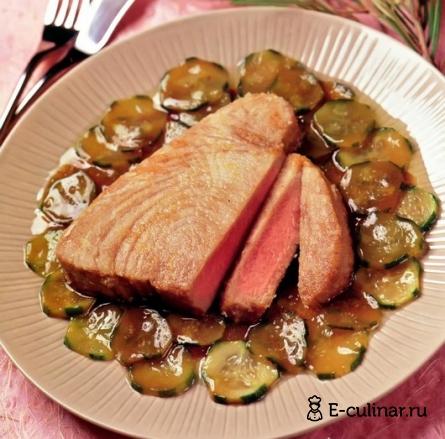 Готовое блюдо Тунец с огуречным соусом