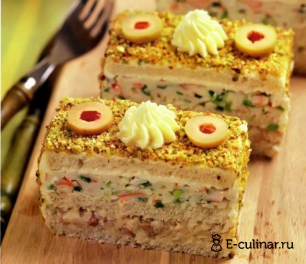 Готовое блюдо «Тортики» с начинкой из селедки и крабовых палочек