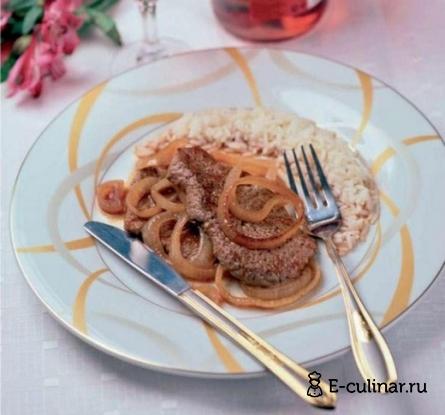Готовое блюдо Жареная говядина с луком в пикантном соусе