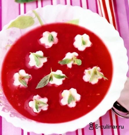 Готовое блюдо Малиновый суп с манными клецками