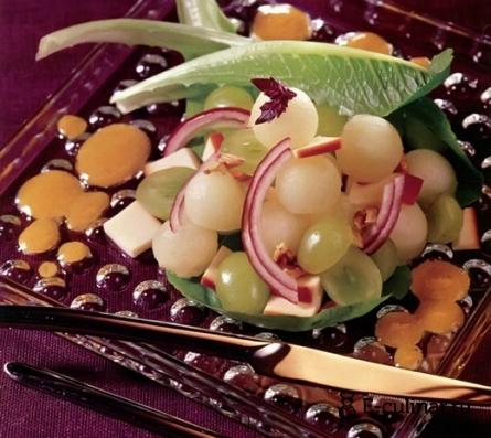 Готовое блюдо Салат из дыни и винограда