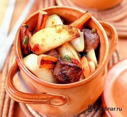 Готовое блюдо Рагу мясное с картофелем в горшочке