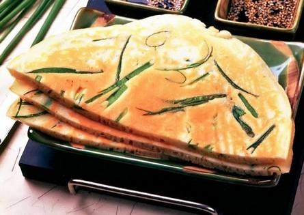 Готовое блюдо Блины с зеленым луком
