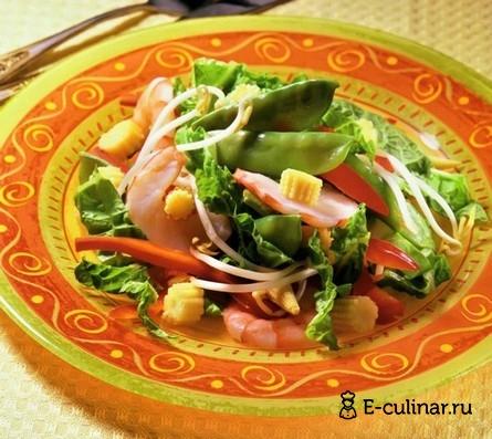 Готовое блюдо Салат с креветками и початками кукурузы
