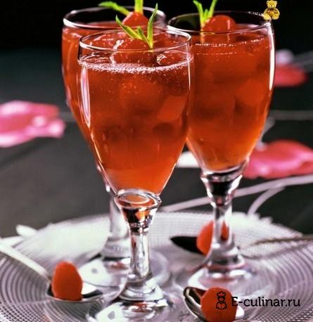 Готовое блюдо Малиновое желе с розовым вином