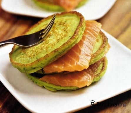 Готовое блюдо Оладьи из зеленого горошка с копченой форелью