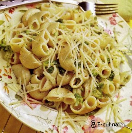 Готовое блюдо Макароны с соусом из брокколи