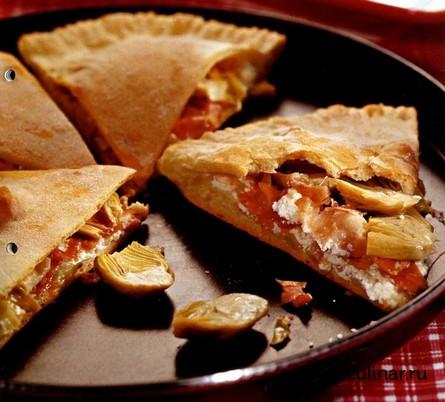 Готовое блюдо Кальцоне с артишоками и ветчиной