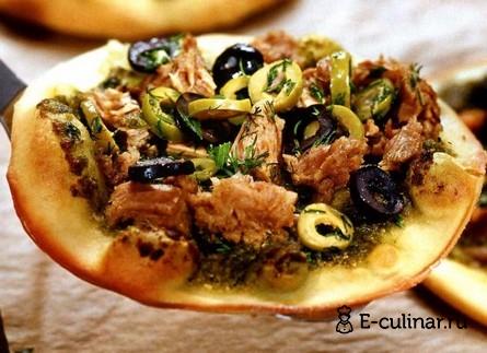 Готовое блюдо Мини – пиццы с соусом песто и тунцом