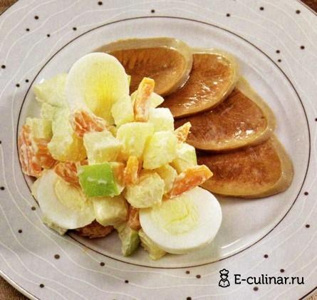 Готовое блюдо Салат с говяжьим языком и яблоками