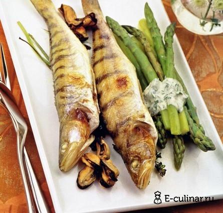 Готовое блюдо Судачки, запеченные со спаржей и зеленью