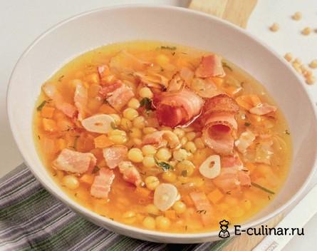 Готовое блюдо Гороховый суп с беконом и томатами