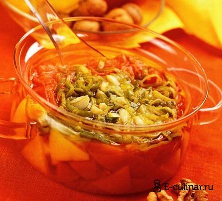 Готовое блюдо Холодный суп с помидорами и грецкими орехами